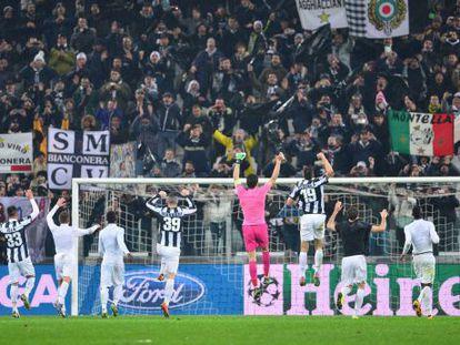 Los jugadores de 'la Juve' celebran el pase a cuartos.