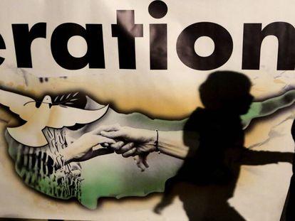 Cartel por la reunificación de Chipre, el lunes en Nicosia.