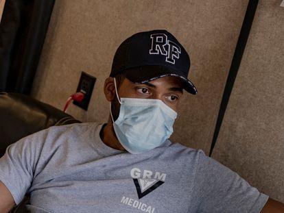 Dairon Elisondo Rojas de nacionalidad cubana ejerce como mŽdico en un campamento de migrantes en la ciudad de Matamoros,Tamaulipas, MŽxico. El d'a 25 de abril de 2020.  En la frontera entre MŽxico y EEUU se instalado un albergue que da refugio a m‡s de 3000 migrantes de 7 diferentes nacionalidades, ah' la organizaci—n medica GRM  ha instalado un hospital de emergencia para atender los posibles caso de COVID-19