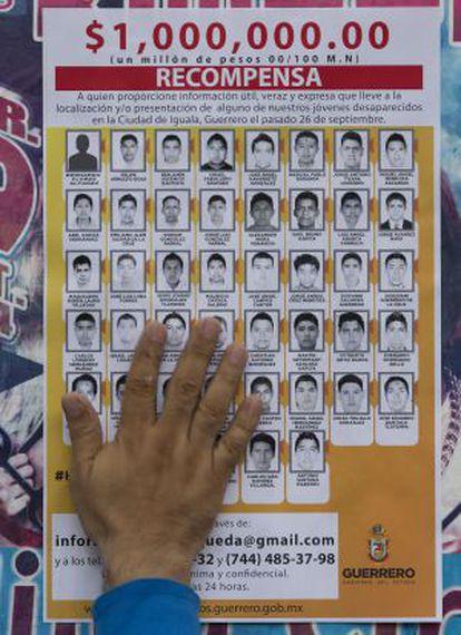 La Fiscalía de Guerrero ofreció una recompensa a cambio de información que ayudará a dar con los estudiantes.