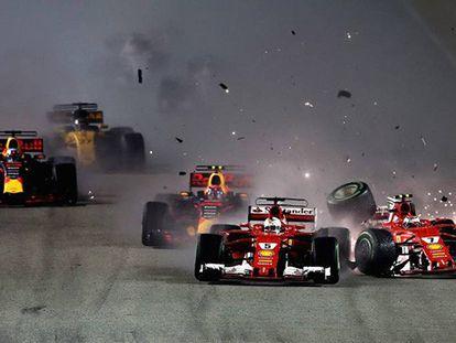Raikkonen choca con Vertappen y Vettel en el inicio de la carrera.