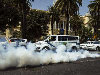 La compañía mantendrá su flota pese a las protestas de los taxistas