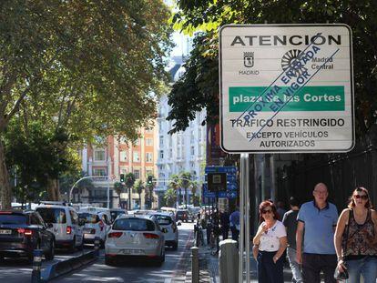 Cartel informativo del próximo cierre al tráfico de Madrid Central.