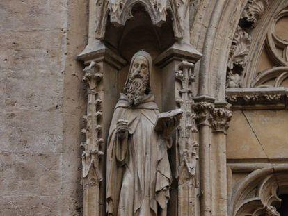Escultura de Ramon Llull, en la iglesia de Sant Miquel de Palma.