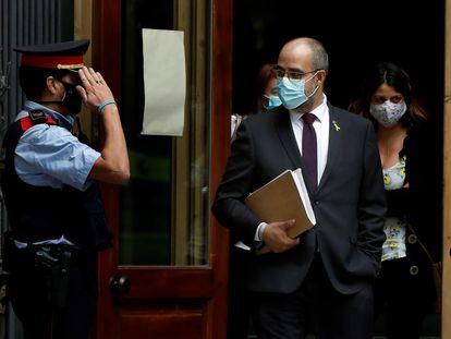Miquel Buch sale del Palacio de Justicia donde compareció por fichar a un sargento de los Mossos para que siguiera haciendo de escolta a Puigdemont.