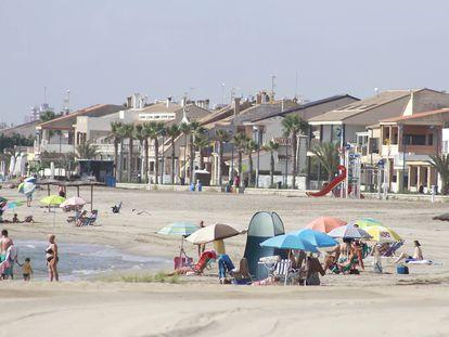 Reabren al baño las playas de Puçol y El Puig.  Los Ayuntamientos de Puçol y El Puig han reabierto en la tarde de este lunes al baño sus playas tras los resultados de los análisis del agua que confirma que la mancha detectada este domingo está causada por una microalga, según han confirmado fuentes municipales.  COMUNIDAD VALENCIANA ESPAÑA EUROPA VALENCIA SOCIEDAD AYUNTAMIENTO DE PUÇOL
