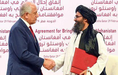 Firma en Doha del acuerdo de paz, el pasado sábado.