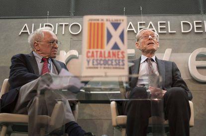 José Álvarez Junco (izquierda) y John H. Elliott, en el coloquio de 'Catalanes y escoceses'.