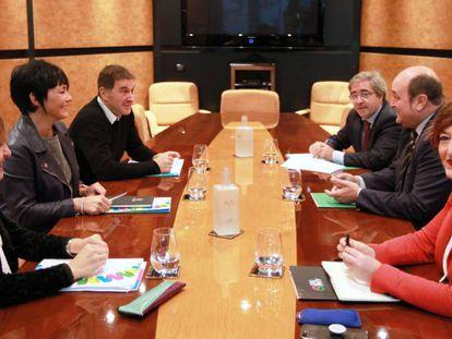Una reunión de dirigentes del PNV y EH Bildu, el pasado octubre.