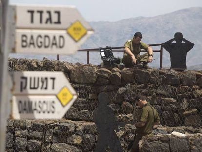 Soldados israelíes desplegados en los Altos del Golán, en el límite con Siria.