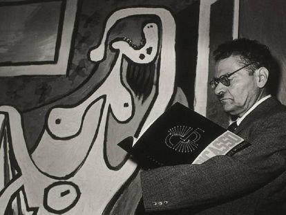 José Clemente Orozco, en frente de una obra de Pablo Picasso.