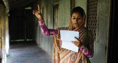 Misti, de 18 años, participa en el grupo Poder de las Niñas en Bangladesh.