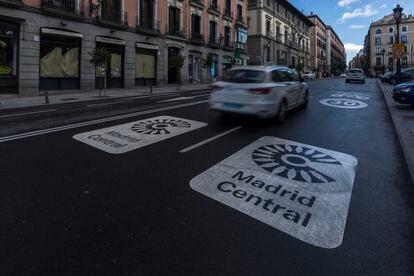 Señales de Madrid Central en la calle Mayor.