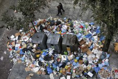 Basura acumulada durante la huelga de limpieza en Madrid.