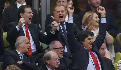 Rajoy celebra un gol de España contra Italia en la Eurocopa, el pasado junio.