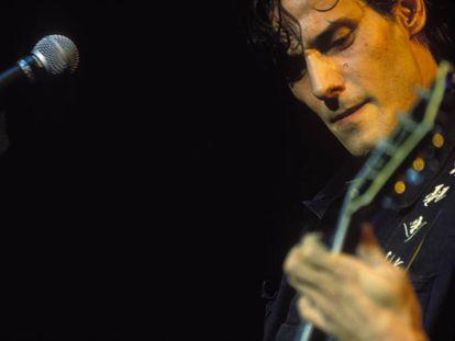 Antonio Vega, durante un concierto de Nacha Pop en Madrid en 1988.