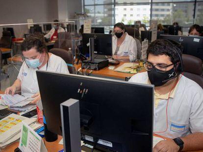 Vista de los trabajadores del un grupo multidisciplinar de rastreadores.