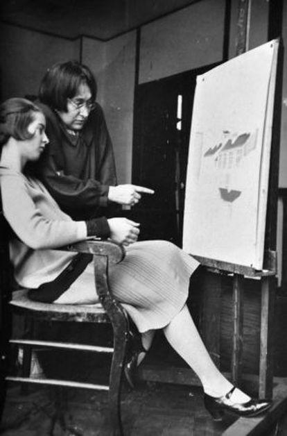 La artista con su alumna Jacqueline Rivière.