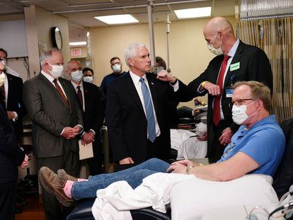 El vicepresidente Mike Pence en un hospital de Rochester, Minnesota, este martes.