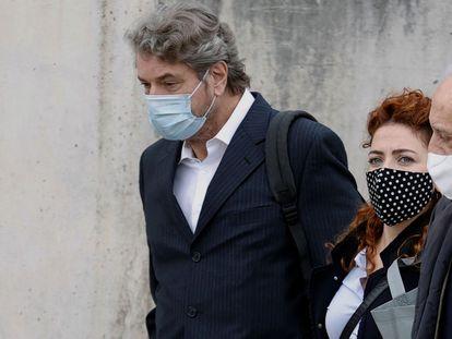 A la izquierda, Cristóbal Páez, exgerente del PP, a su llegada el pasado lunes a la Audiencia Nacional.