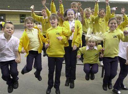 Alumnos de la escuela Kings Hill, en el condado de Kent (Reino Unido).