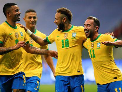 Neymar celebra el segundo gol de Brasil ante Venezuela junto a Gabriel Jesús y a Everton.