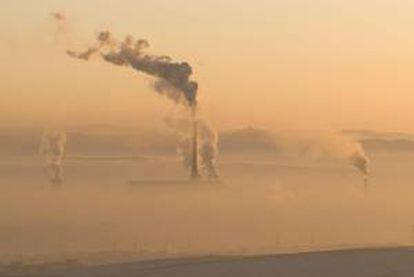 Actualmente, una planta típica de carbón estadounidense emite alrededor de 820 kilogramos de dióxido de carbono por hora. EFE/Archivo
