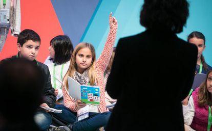 Los alumnos plantean sus inquietudes en el congreso.