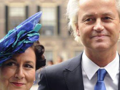 El derechista Geert Wilder con su mujer en el día del Príncipe en La Haya.