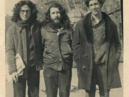 Desde la izquierda, Roberto Bolaño, Álvaro y Bruno Montané.