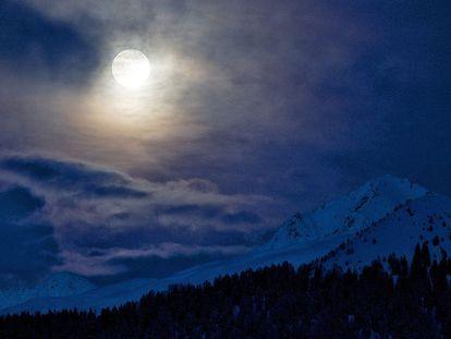 La Luna llena conocida como 'Luna Azul', ya que ocurre en rara ocasiones, es aquella que se repite en un mes.