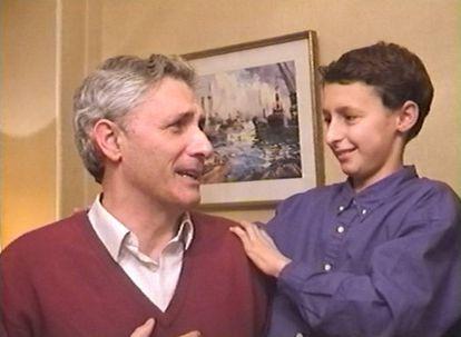 Jon Viar a los 13 años con su padre, Iñaki Viar, en la Nochebuena de 1998.