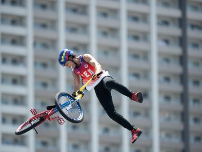 El venezolano Daniel Dhers participa en la final de ciclismo BMX Freestyle en Tokio, el pasado 1 de agosto.