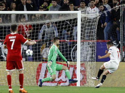Pablo Sarabia marca el gol del Sevilla frente al Bayern.
