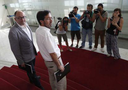 El director del Zinemaldia, José Luis Rebordinos (izquierda), junto a Iñigo Arteche, de la consultora Ikertalde, antes de la presentación del informe.