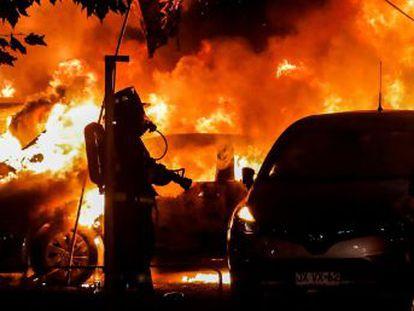 Manifestantes protagonizan graves incidentes en las afueras de la Quinta Vergara, escenario del evento de música latina