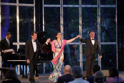 El tenor Roberto Alagna (a la derecha), Alexsandra Kurzak y el pianista Jeff Cohen en la V edición del festival Formentor Sunset Classics.