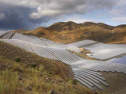 Vista de la Planta Solar Fotovoltaica de Lucainena de las Torres (Almería).