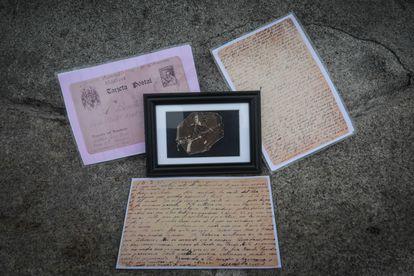 Las cartas que Anastasio Godoy le escribía a su esposa, Benita Lillo, desde la cárcel. En el centro una foto de ella.