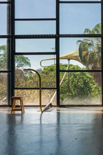 'Sound Mirror' (2016), de Eduardo Navarro, en la Bienal de Sao Paulo. Cortesía de Nara Roesler.
