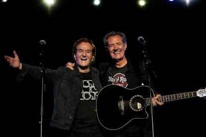 Manuel de la Calva y Ramón Arcusa, el Dúo Dinámico, durante un concierto en Sitges en 2019. Foto: DANIEL PORTES