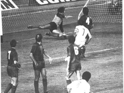 El gol de falta de Solsona en el Barça-Valencia (0-3) de 1980. EL MUNDO DEPORTIVO