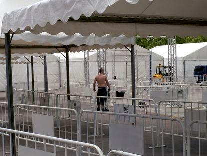Trabajos en las carpas habilitadas para el estudio epidemiológico en Torrejón de Ardoz, en el recinto ferial de la ciudad.
