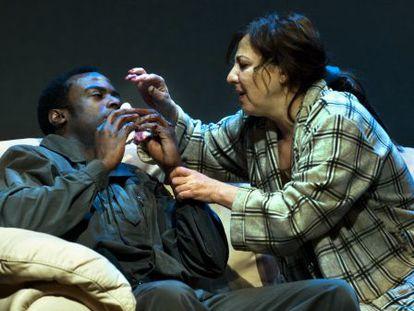 Carmen Machi durante la obra 'Dispara / Agafa Tresor / Repeteix' en el Teatre Lliure de Barcelona.