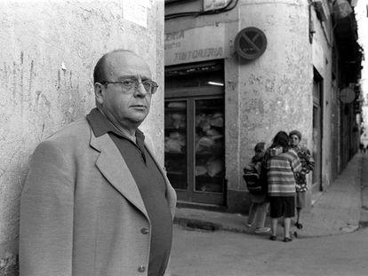 Manuel Vázquez Montalbán en el Raval.