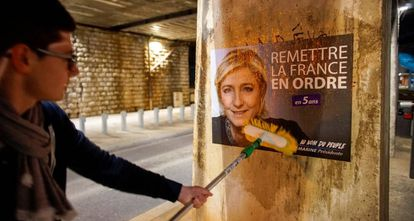 Carteles de Marine Le Pen en la ciudad de Lyon.