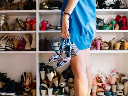 Evita perder el tiempo para encontrar el par de zapatos ideal gracias a estos organizadores con compartimentos. GETTY IMAGES.