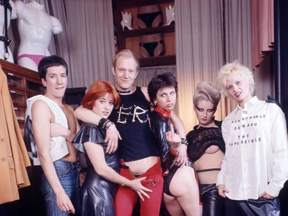 Vivienne Westwood, Jordan, Chrissie Hynde, Alan Jones y Steve Jones de los Sex Pistols.
