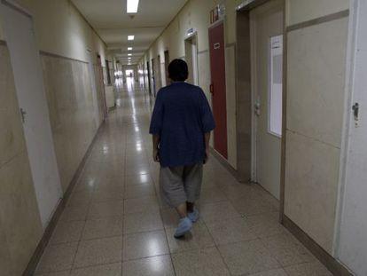 """A """"La cinquena planta"""" l'espai d'un sanatori serveix a Manuel Baixauli per jugar amb les pors interiors."""
