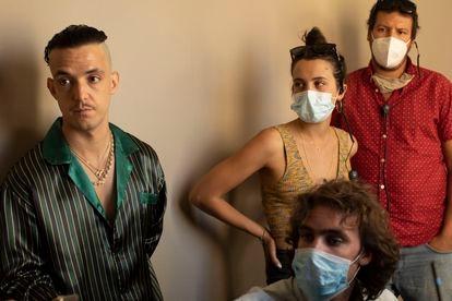V. Tangana (izquierda) con Santos Bakana (abajo) y Maria Rubio de la productora Little Spain.